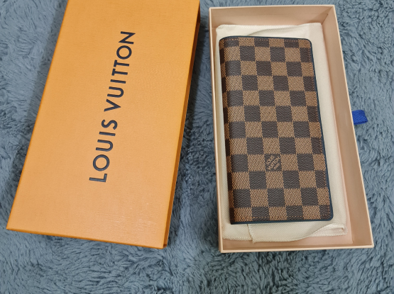 Authentic LOUIS VUITTON Damier Bi Fold Wallet